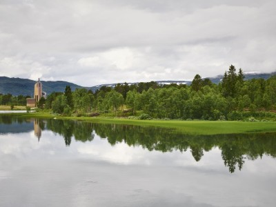 Guided easy hike around the fjord in Geilo