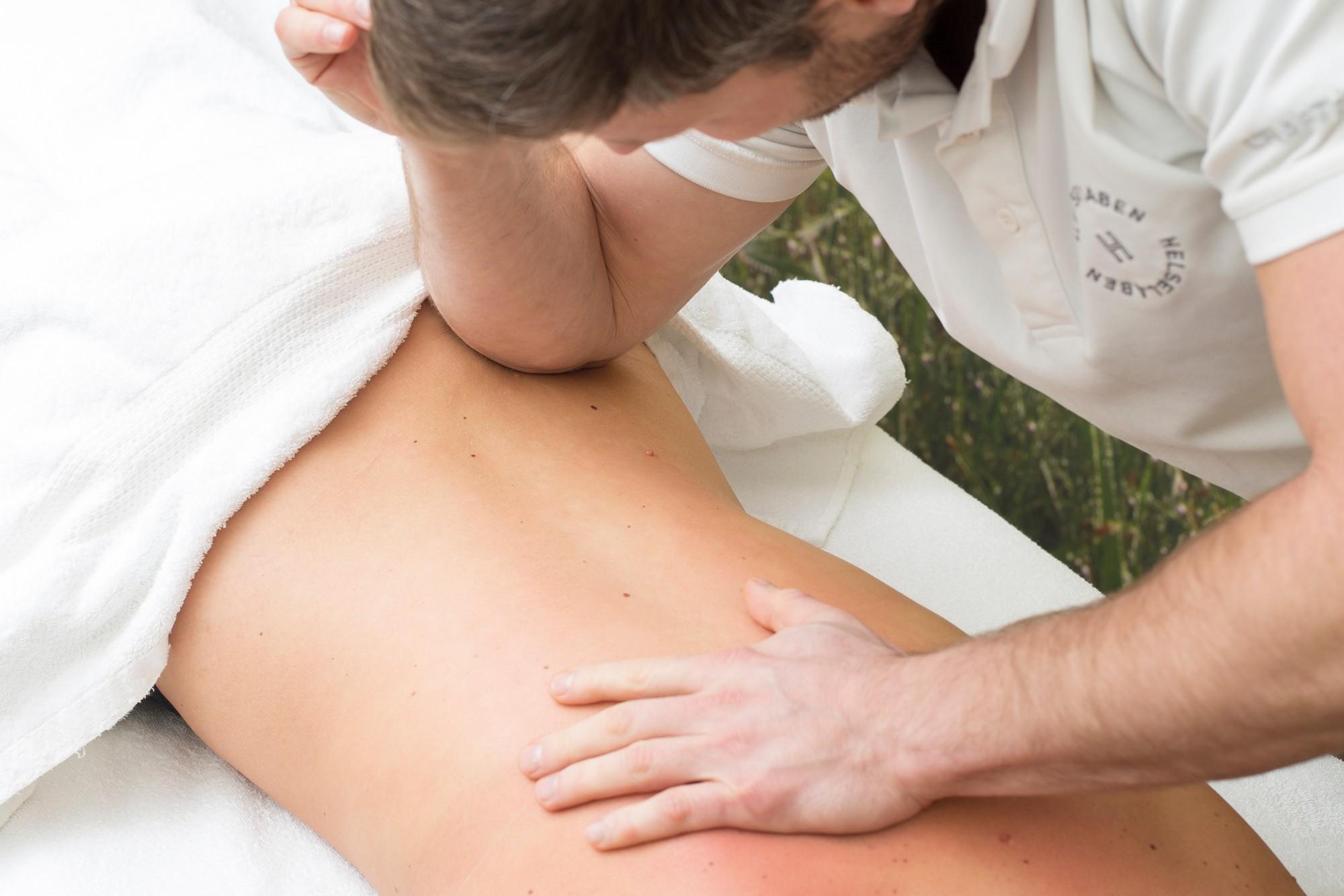 Massasje på hytta (helselaben)